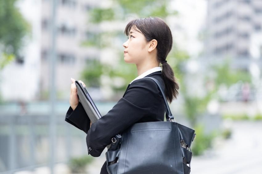 安定的に貯金をして老後に備えるなら正社員に転職する